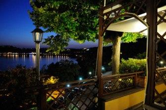 villa_degli-angeli_notturno-sul-lago